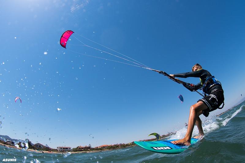 kitesurf-strapless-sardinia_800x533