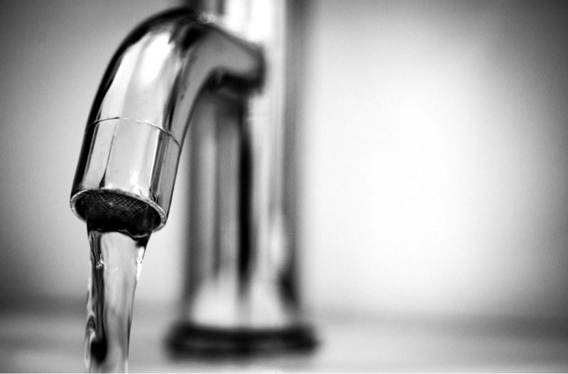 come-sostituire-un-rubinetto-del-lavandino_800x526